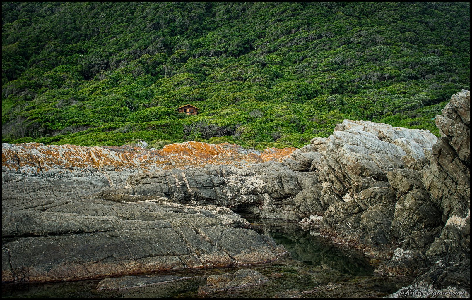 Ngubu huts: rockpools to cool down are only a stroll down the path