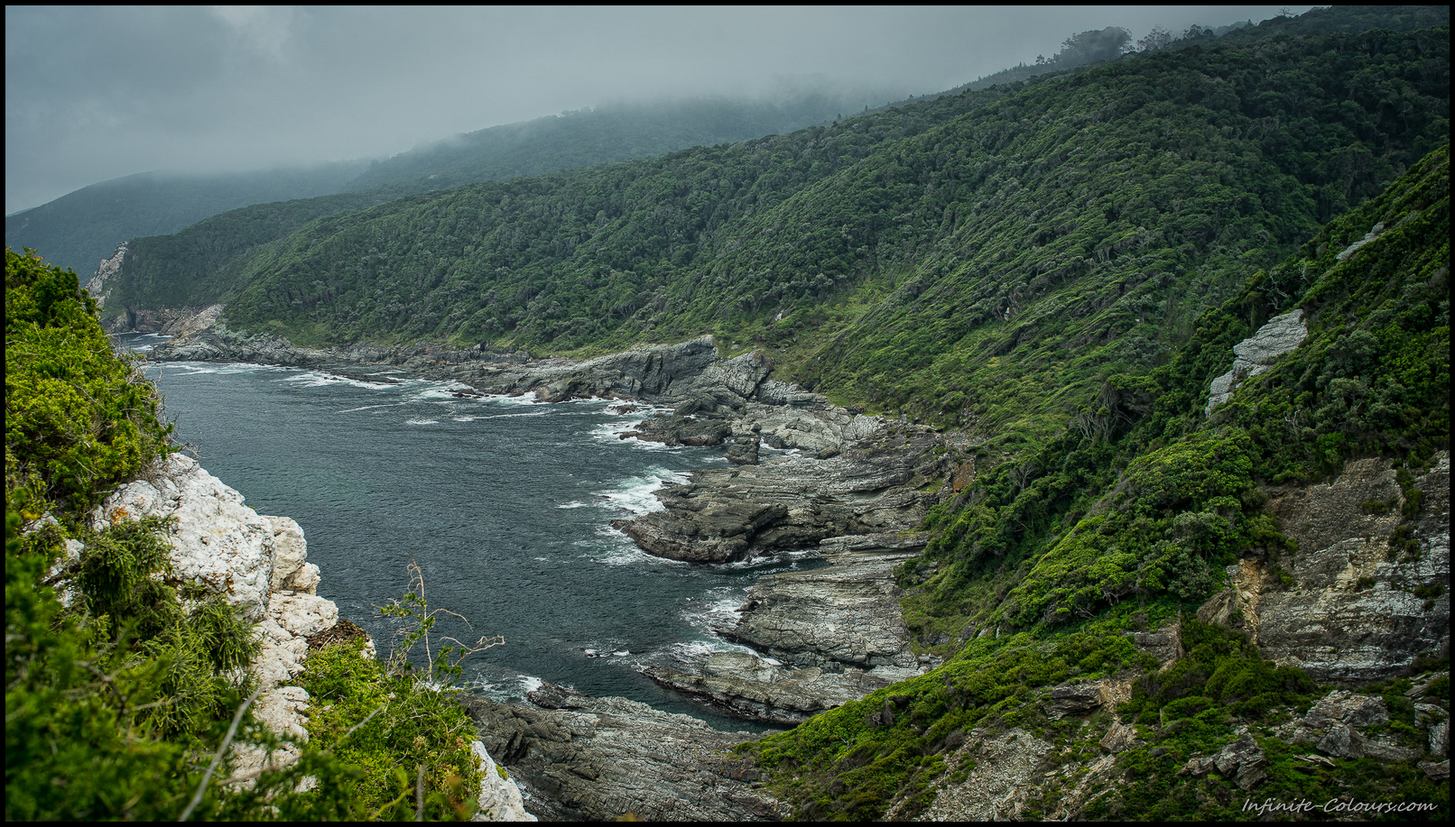 Skilderkrans is a massive outcrop of quartzite and provides an interesting view down the rugged Tsitsikamma coast