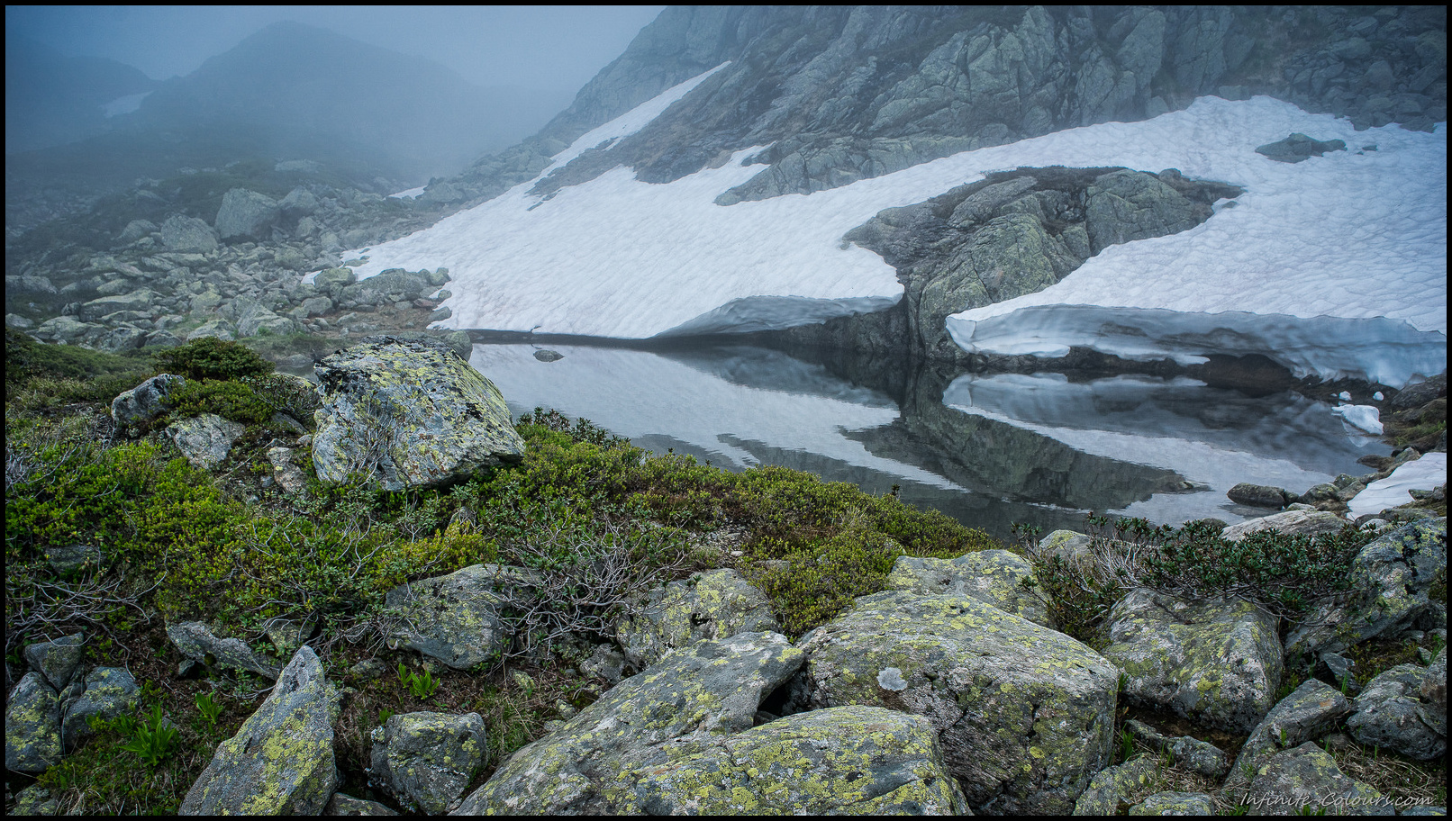 Fog creeps around the tarns between Seebodensee and Tierberg I
