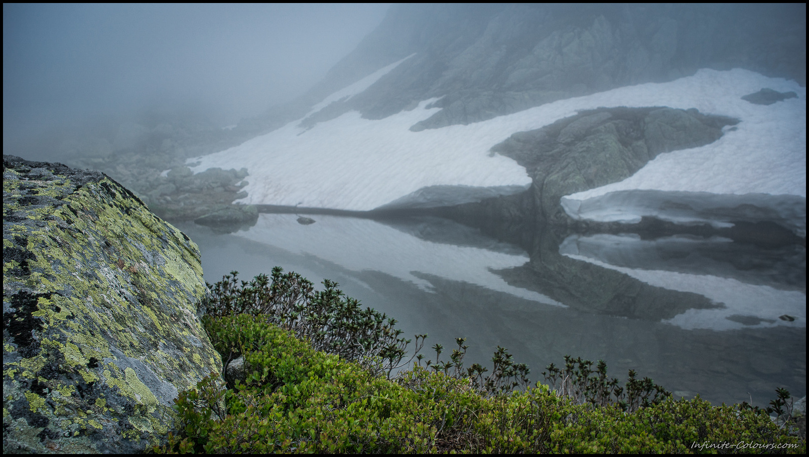 Fog creeps around the tarns between Seebodensee and Tierberg II