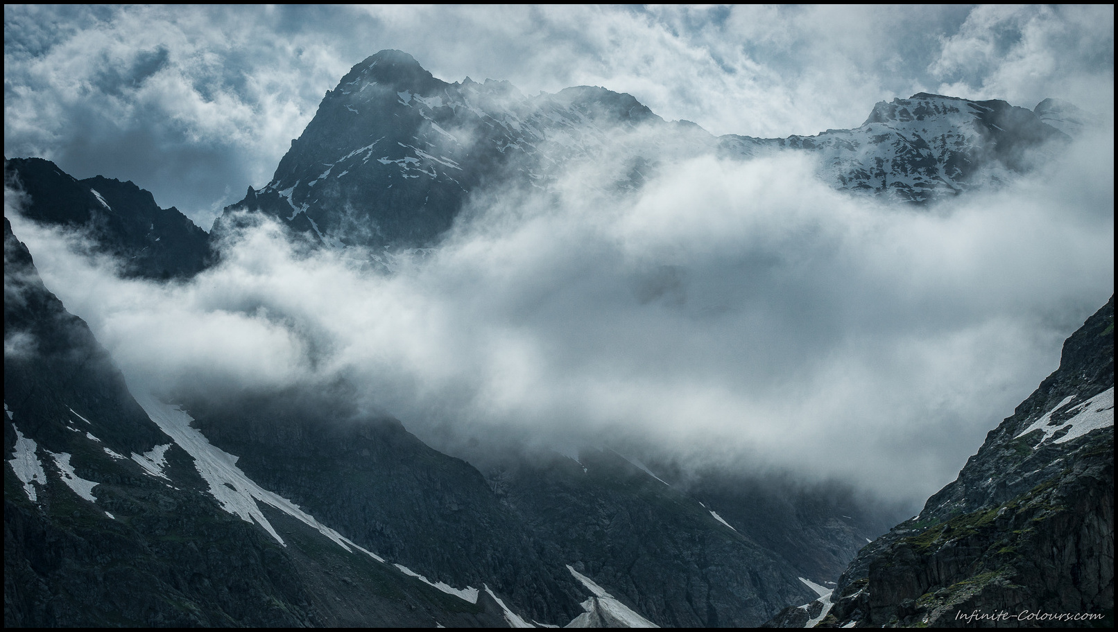 Clouds are cooking up over the Steingletscher
