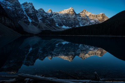 Moraine Lake sunrise Banff National Park, Canada photography fotografie Sony A7 Olympus OM 24mm 2.8
