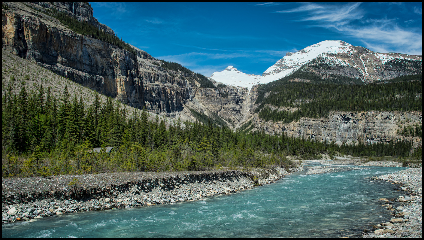 Valley of 1000 waterfalls on Berg Lake Trail