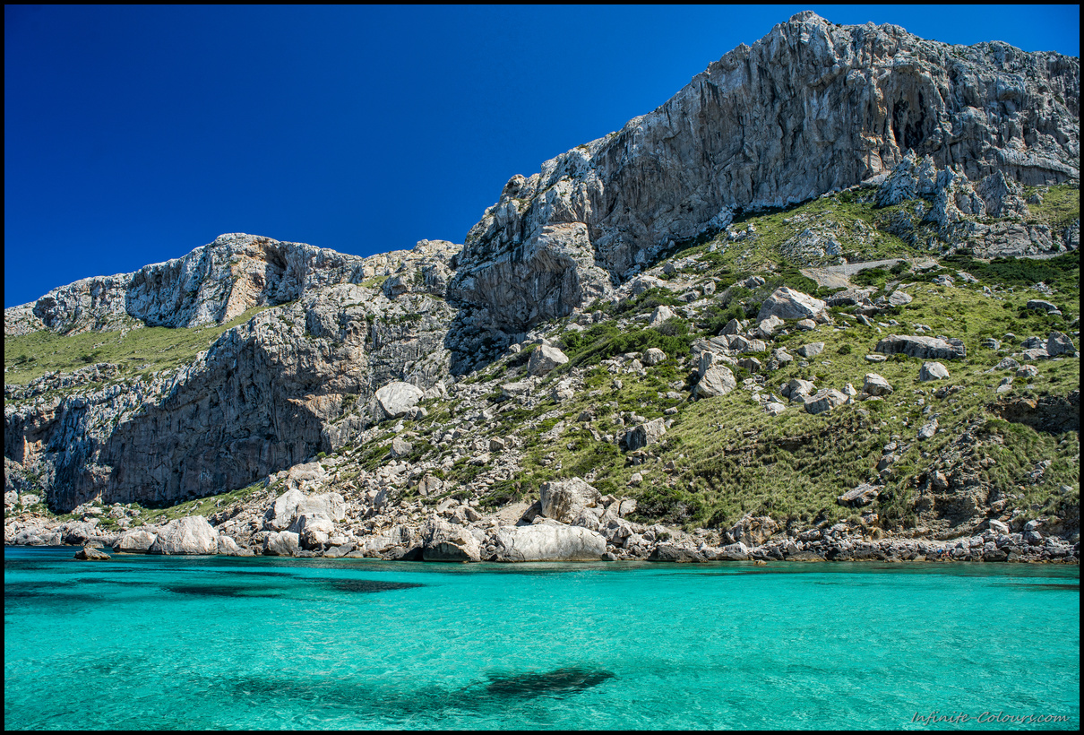 Impossible to not go for a dive at Cala Figuera's turquoise waters