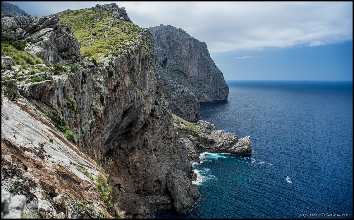 Huge vertical drop at the cliffs of Ses Fel-les and Caleta D'Ariant, Torrent de Mortitx