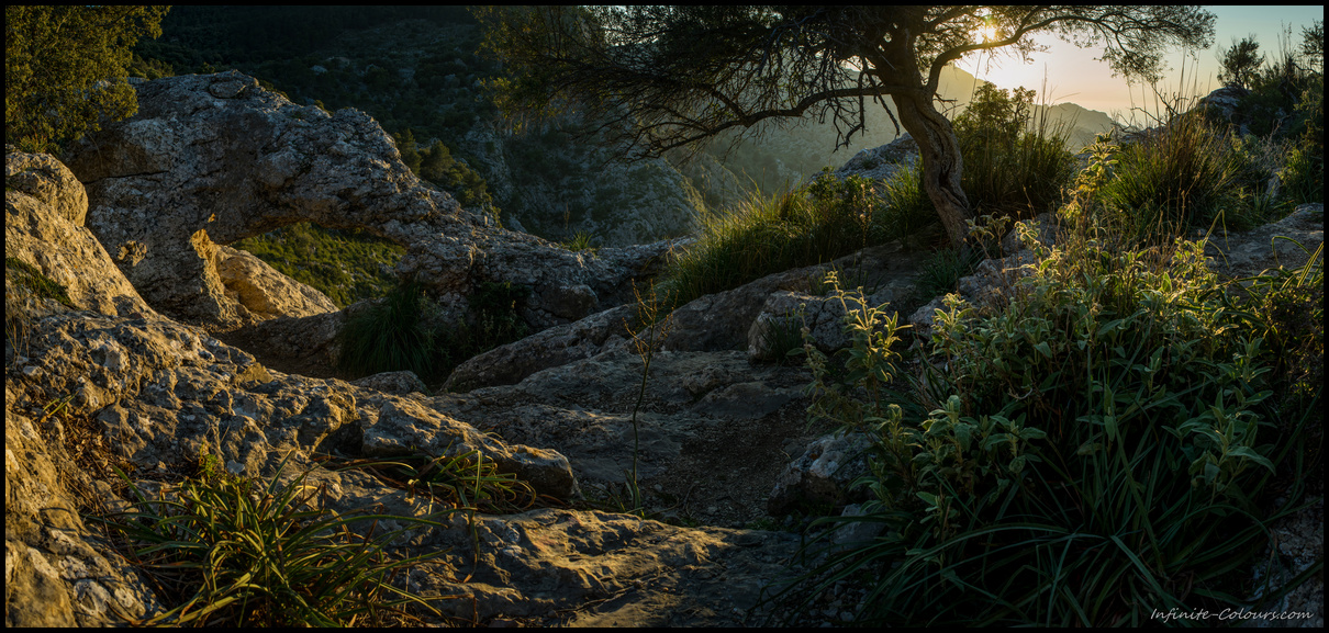 Late sunlight at the natural arch overlooking S'Entreforc / Torrent de Pareis