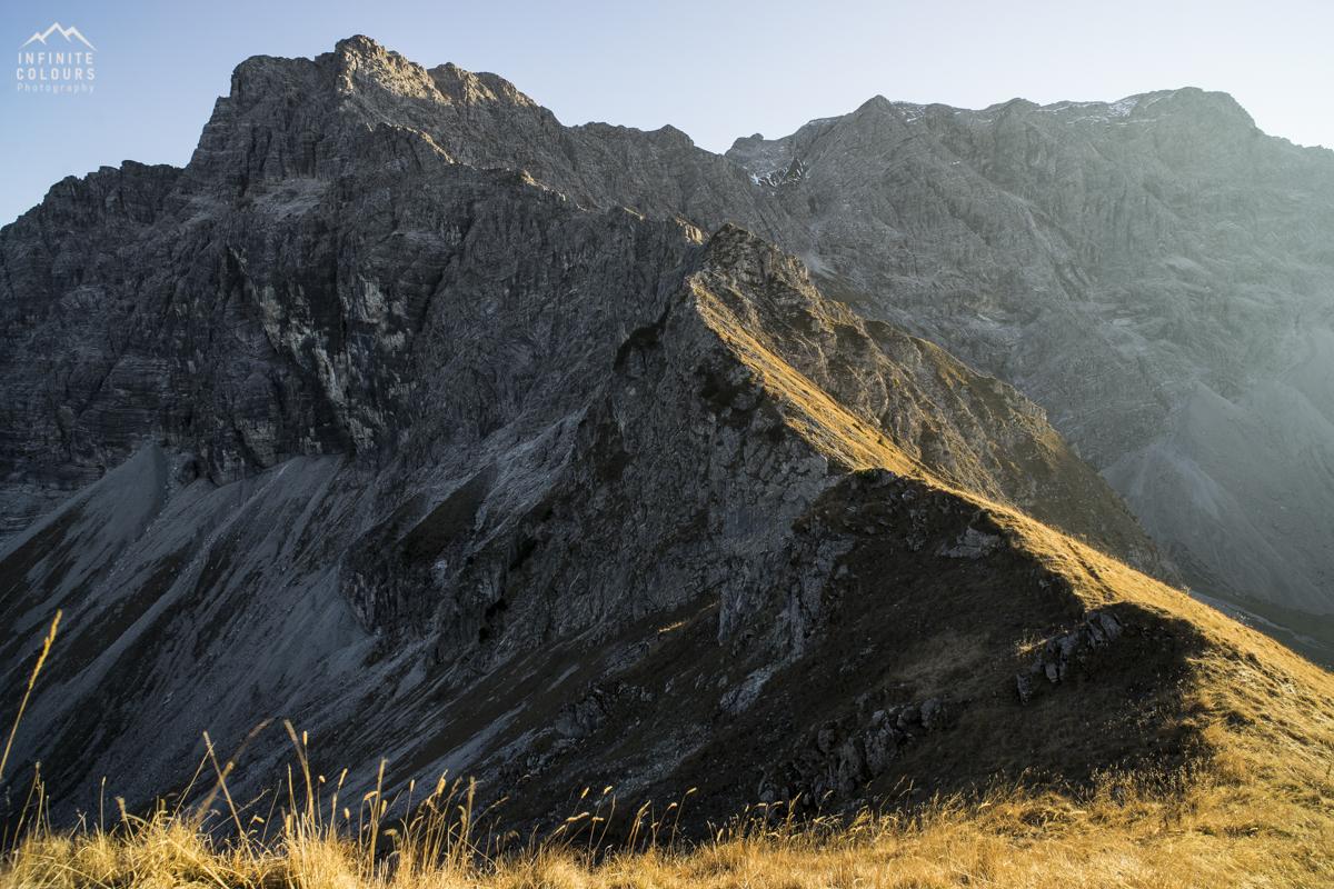 Kleiner Daumen Daumengrat Hasenecksattel Auf der Schneid im Herbstlicht Alpen Oktober November Landschaftsfotografie Allgäu Hindelanger Klettersteig Mountainbike